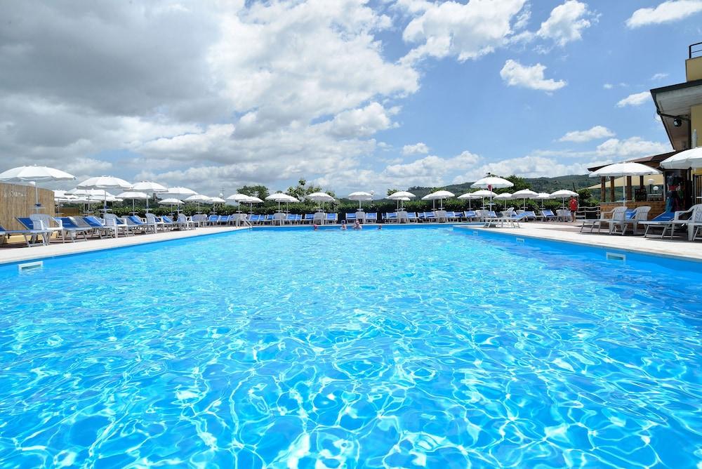 호텔 리스토란테 단테(Hotel Ristorante Dante) Hotel Image 35 - Outdoor Pool