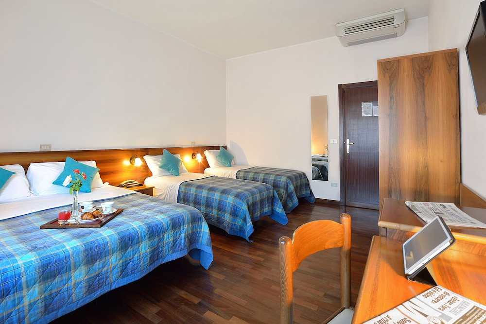 호텔 리스토란테 단테(Hotel Ristorante Dante) Hotel Image 18 - Guestroom
