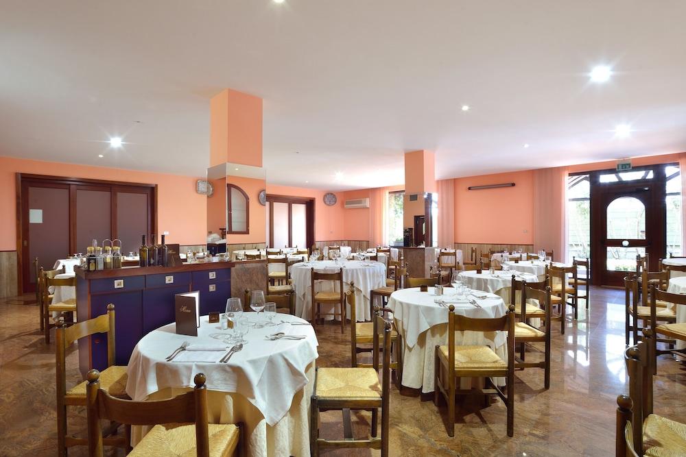 호텔 리스토란테 단테(Hotel Ristorante Dante) Hotel Image 47 - Restaurant