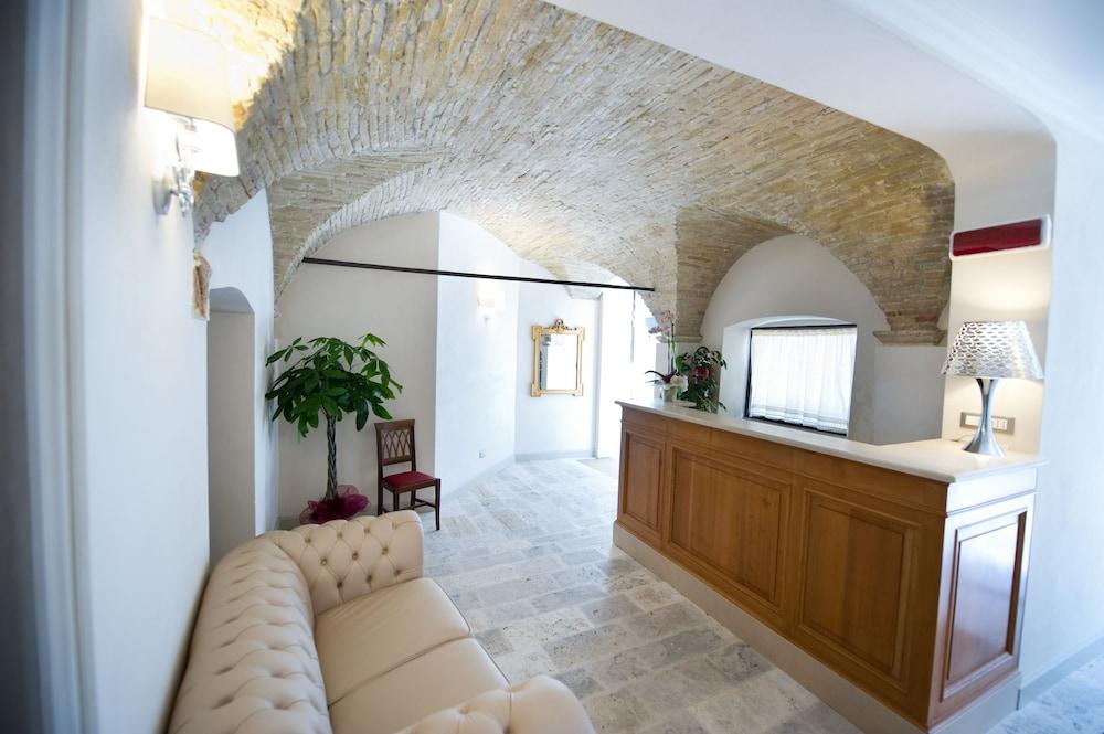 팔라초 데이 메르칸티 - 디모라 스토리카(Palazzo dei Mercanti - Dimora Storica) Hotel Image 3 - Reception