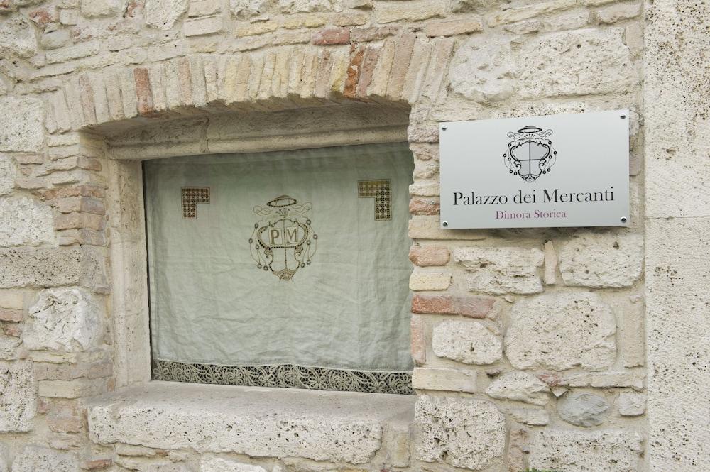 팔라초 데이 메르칸티 - 디모라 스토리카(Palazzo dei Mercanti - Dimora Storica) Hotel Image 55 - Exterior detail