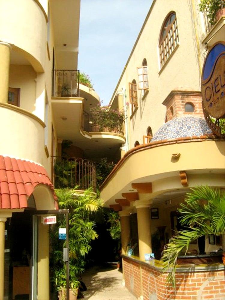 호텔 시엘로(Hotel Cielo) Hotel Image 38 - Exterior