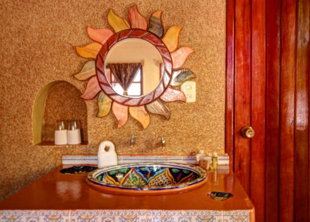 호텔 시엘로(Hotel Cielo) Hotel Image 18 - Bathroom Sink