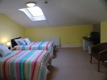 Twin Room, 2 Twin Beds, Shared Bathroom