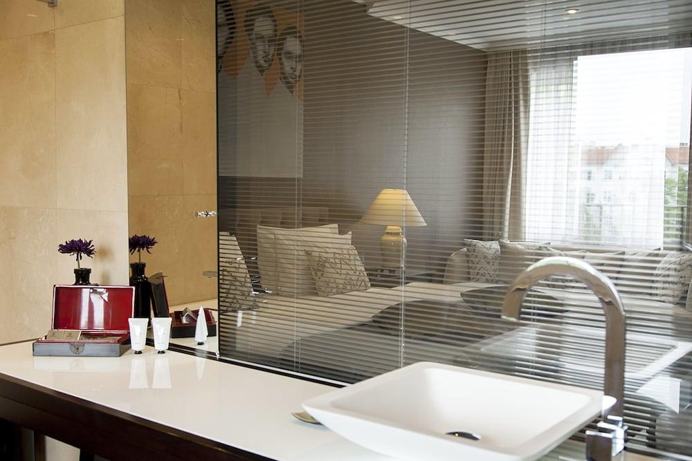 퀜틴 부티크 호텔(Quentin Boutique Hotel) Hotel Image 44 - Bathroom