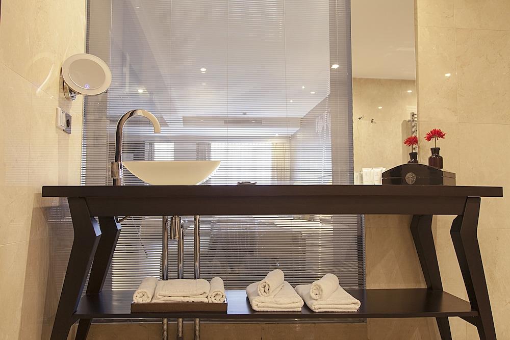 퀜틴 부티크 호텔(Quentin Boutique Hotel) Hotel Image 90 - Bathroom