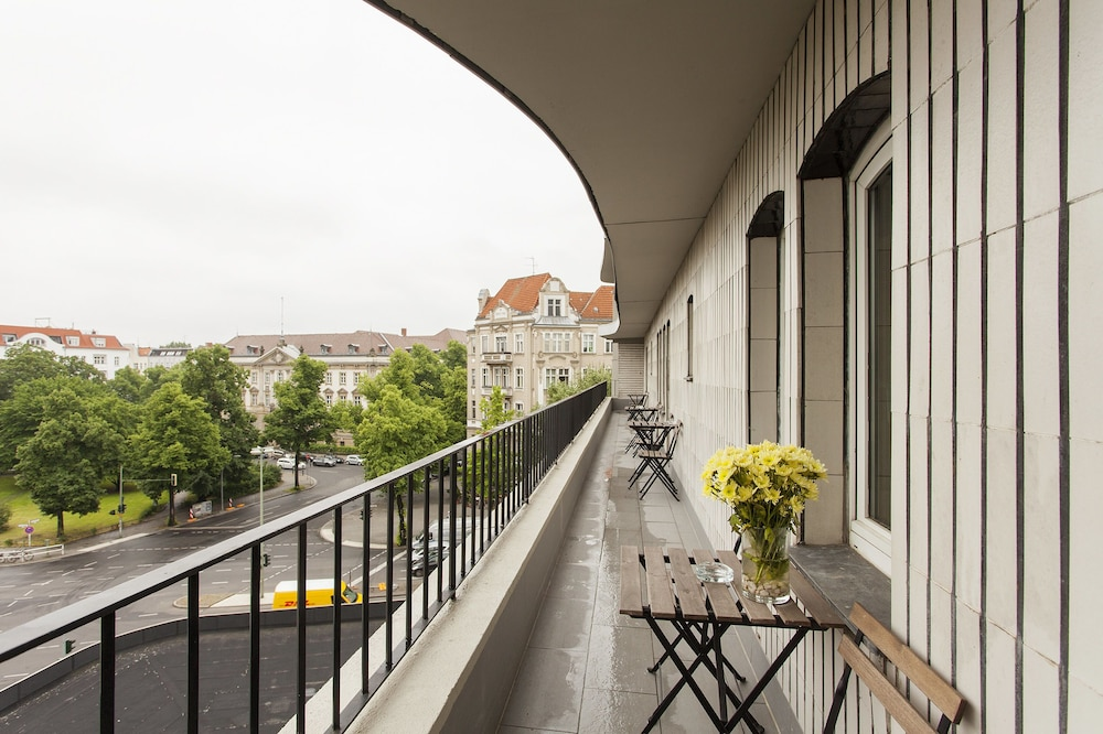 퀜틴 부티크 호텔(Quentin Boutique Hotel) Hotel Image 79 - Porch