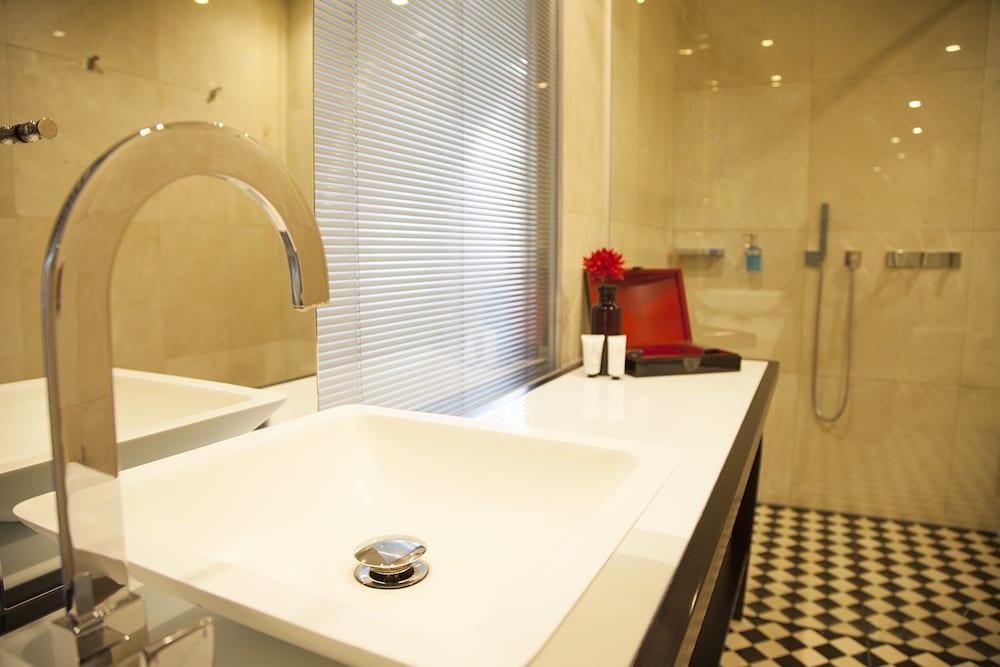 퀜틴 부티크 호텔(Quentin Boutique Hotel) Hotel Image 57 - Bathroom Sink