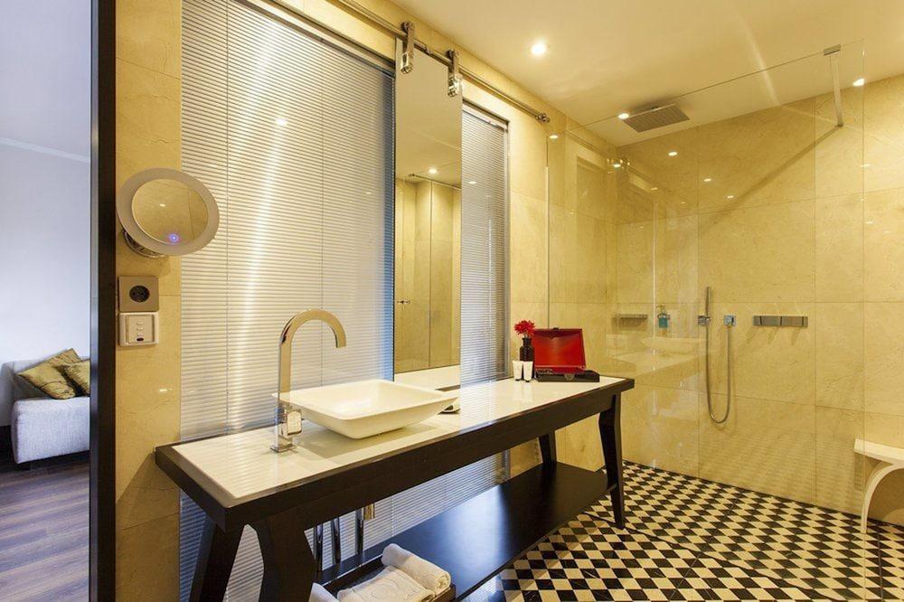 퀜틴 부티크 호텔(Quentin Boutique Hotel) Hotel Image 56 - Bathroom