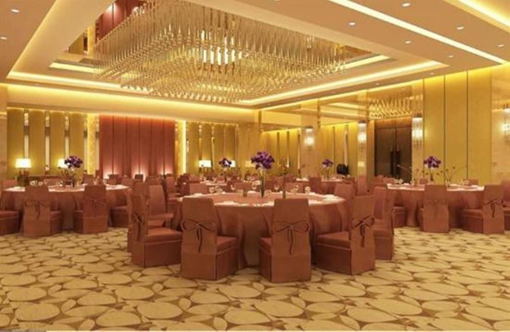 로얄 오키드 센트럴, 바도다라(Royal Orchid Central, Vadodara) Hotel Image 25 - Banquet Hall
