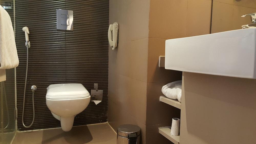 로얄 오키드 센트럴, 바도다라(Royal Orchid Central, Vadodara) Hotel Image 16 - Bathroom