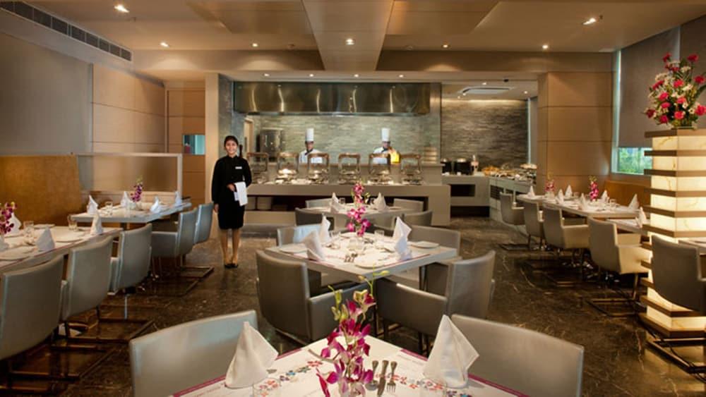 로얄 오키드 센트럴, 바도다라(Royal Orchid Central, Vadodara) Hotel Image 22 - Restaurant