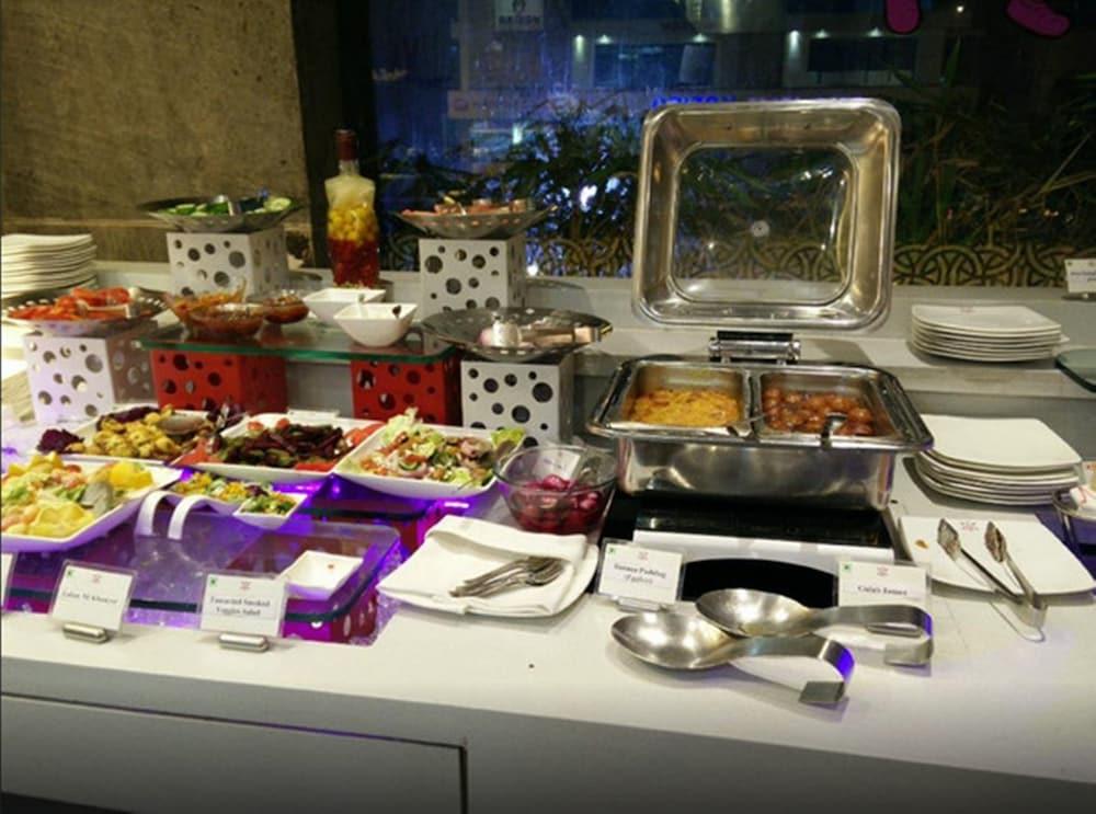 로얄 오키드 센트럴, 바도다라(Royal Orchid Central, Vadodara) Hotel Image 24 - Breakfast Meal