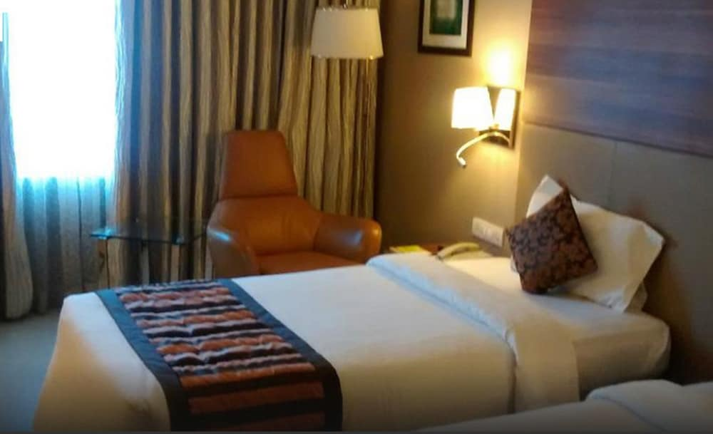 로얄 오키드 센트럴, 바도다라(Royal Orchid Central, Vadodara) Hotel Image 3 - Guestroom
