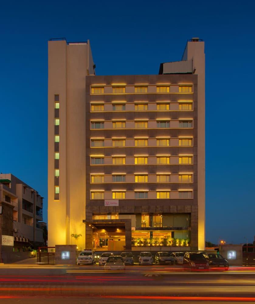 로얄 오키드 센트럴, 바도다라(Royal Orchid Central, Vadodara) Hotel Image 0 - Featured Image