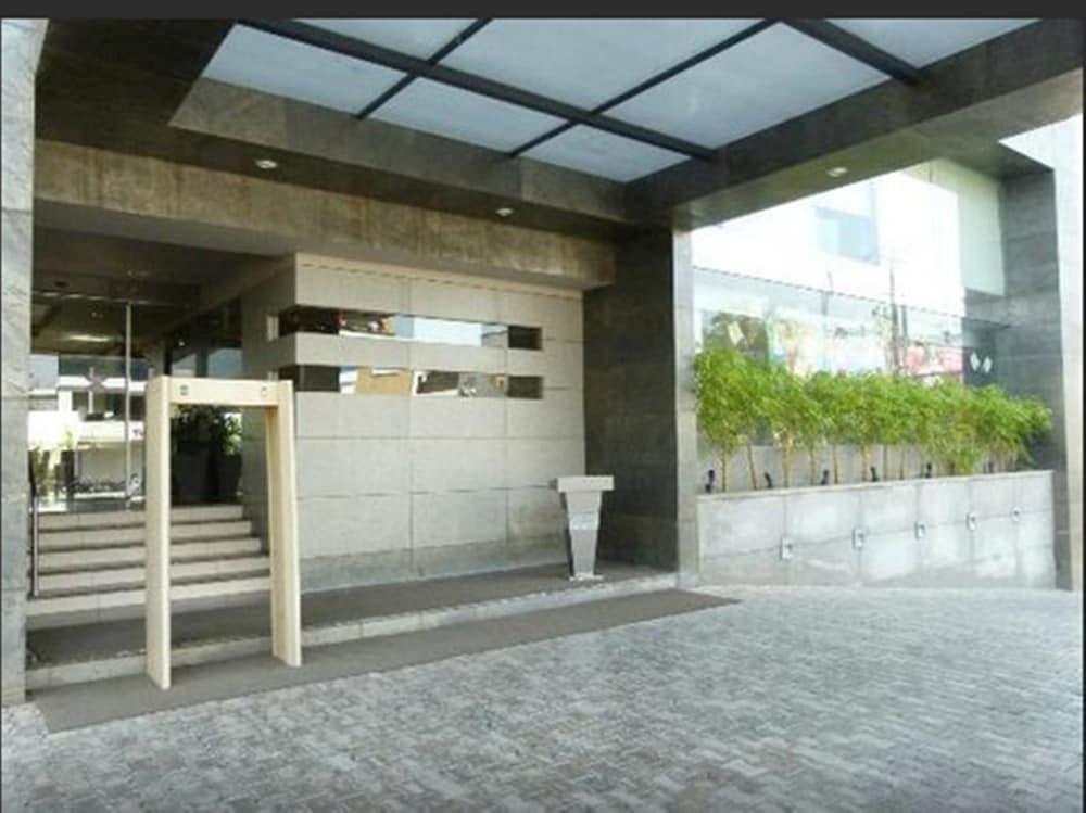 로얄 오키드 센트럴, 바도다라(Royal Orchid Central, Vadodara) Hotel Image 26 - Hotel Entrance