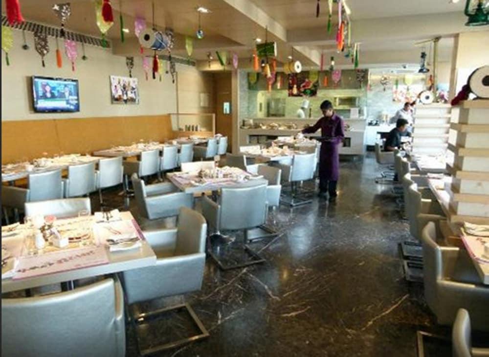로얄 오키드 센트럴, 바도다라(Royal Orchid Central, Vadodara) Hotel Image 23 - Restaurant