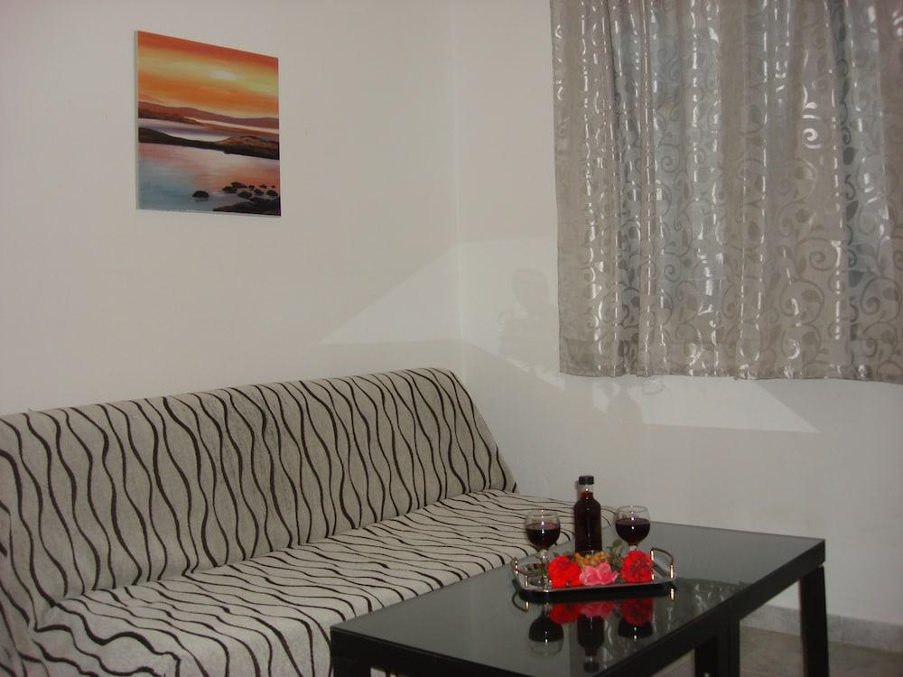 조셉 아파트먼츠(Joseph Apartments) Hotel Image 12 - Living Area