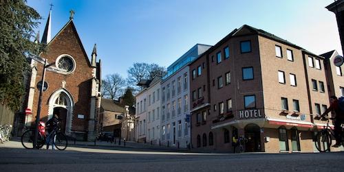 . Hotel New Damshire