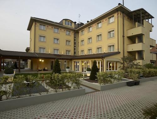 . Virginia Palace Hotel
