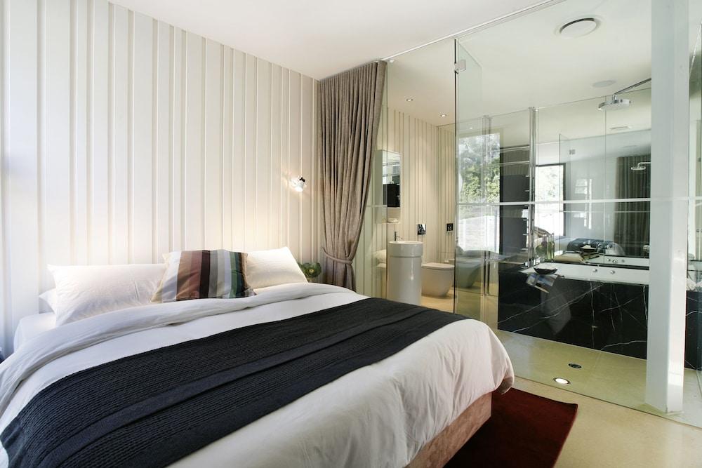 https://i.travelapi.com/hotels/5000000/4720000/4714400/4714379/1555c1af_z.jpg