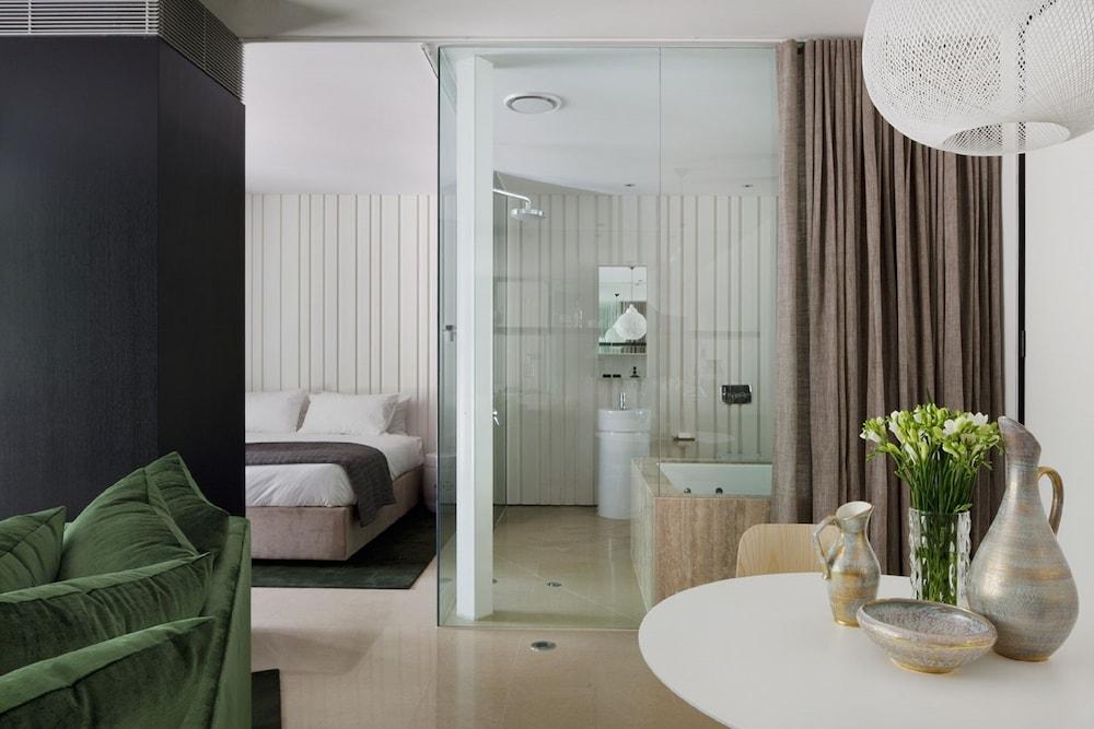 https://i.travelapi.com/hotels/5000000/4720000/4714400/4714379/3cbe7319_z.jpg