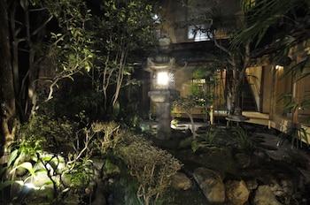 TRADITIONAL KYOTO INN SERVING KYOTO CUISINE IZUYASU Courtyard