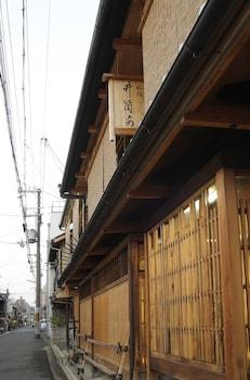TRADITIONAL KYOTO INN SERVING KYOTO CUISINE IZUYASU Property Entrance