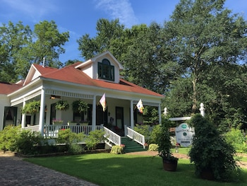 Hotel - White Oak Manor Bed & Breakfast