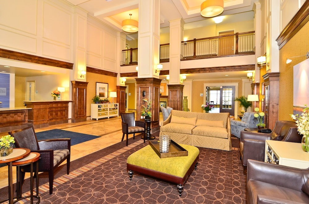 Holiday Inn Express and Suites Williston