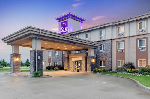 . Sleep Inn & Suites Grand Forks Alerus Center