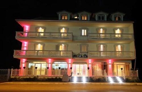 . Palace Hotel Una Nuova Strada