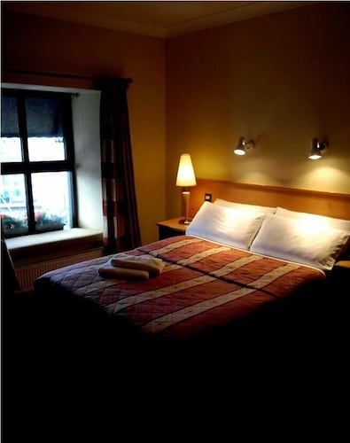 Holiday Hotel,