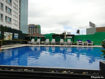 Quest Hotel Cebu Pool