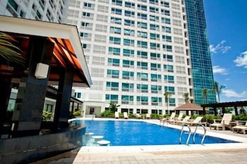 Quest Hotel Cebu Outdoor Pool