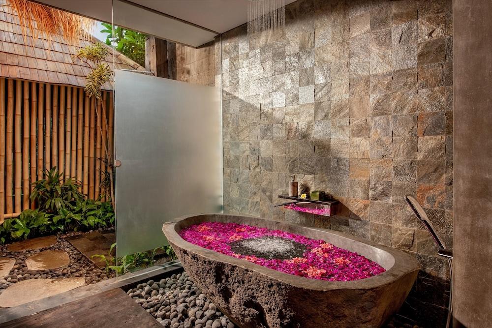 https://i.travelapi.com/hotels/5000000/4760000/4757600/4757593/18fb686e_z.jpg