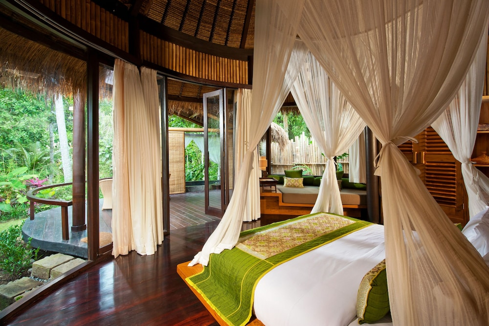https://i.travelapi.com/hotels/5000000/4760000/4757600/4757593/7c5db46b_z.jpg