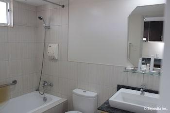 Subic Coco Hotel Bathroom