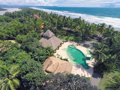 . Clandestino Beach Resort