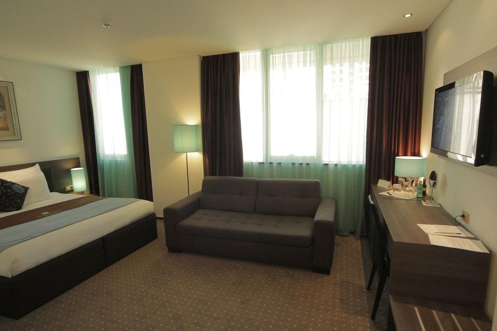 https://i.travelapi.com/hotels/5000000/4780000/4777200/4777128/a1c2244c_z.jpg