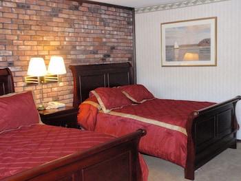 Hotel - Chalet Inn & Suites Centerport