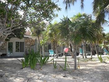 Hotel - Pelican Beach Hotel