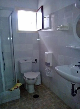 필로리안 호텔 아파트먼트(Filorian Hotel Apartments) Hotel Image 32 - Bathroom