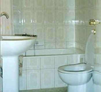 필로리안 호텔 아파트먼트(Filorian Hotel Apartments) Hotel Image 31 - Bathroom