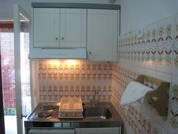 필로리안 호텔 아파트먼트(Filorian Hotel Apartments) Hotel Image 14 - In-Room Kitchenette