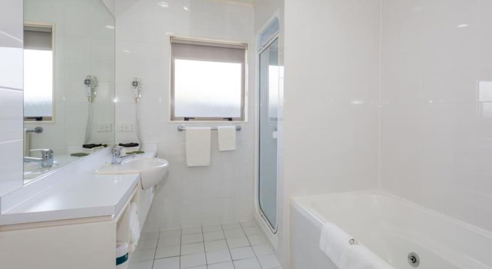 https://i.travelapi.com/hotels/5000000/4790000/4789700/4789625/28021023_z.jpg