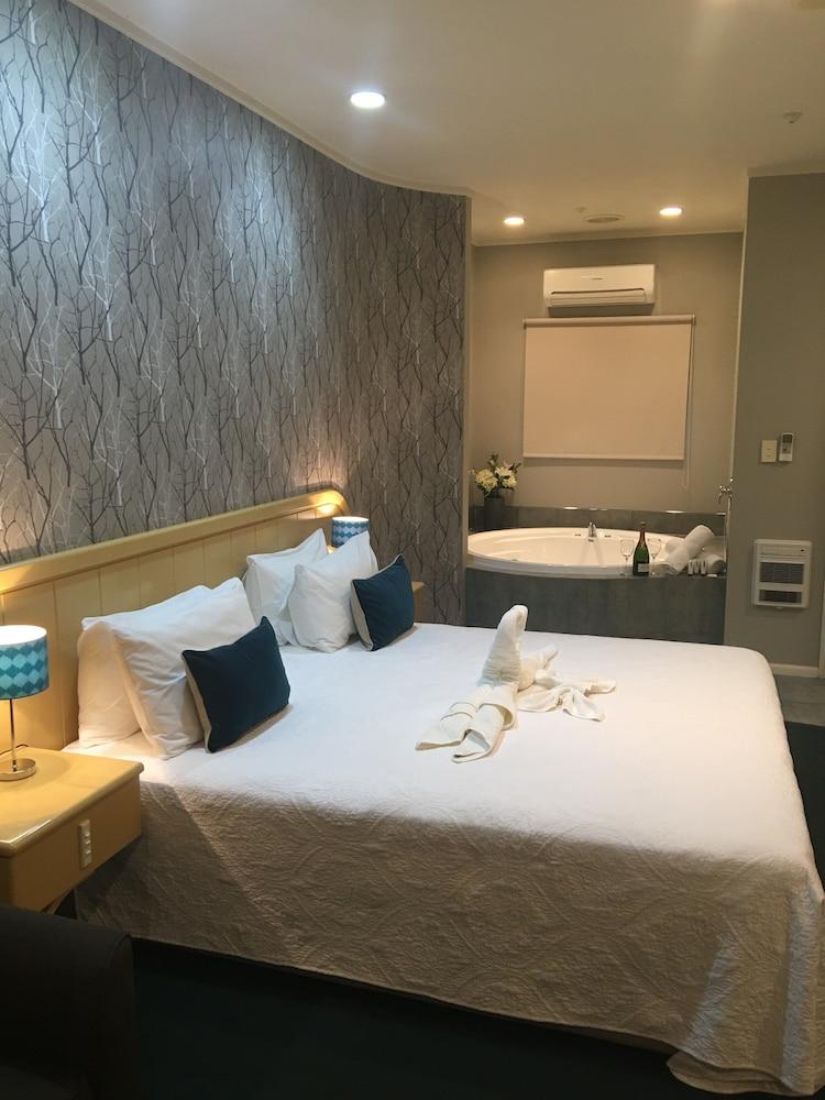 https://i.travelapi.com/hotels/5000000/4790000/4789700/4789625/4d30b334_z.jpg