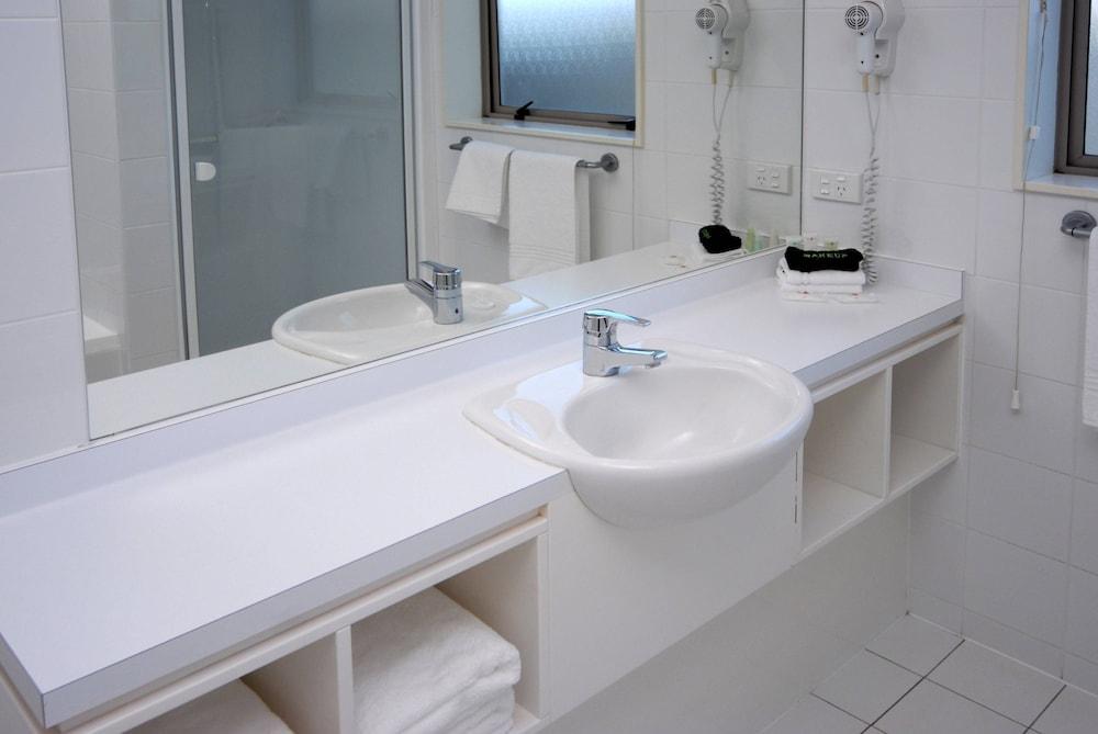 https://i.travelapi.com/hotels/5000000/4790000/4789700/4789625/7066f670_z.jpg