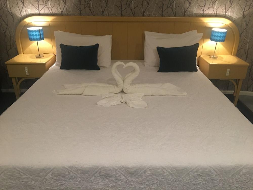 https://i.travelapi.com/hotels/5000000/4790000/4789700/4789625/9e2684ff_z.jpg