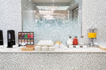 HOTEL BELLCLASSIC TOKYO Breakfast Area